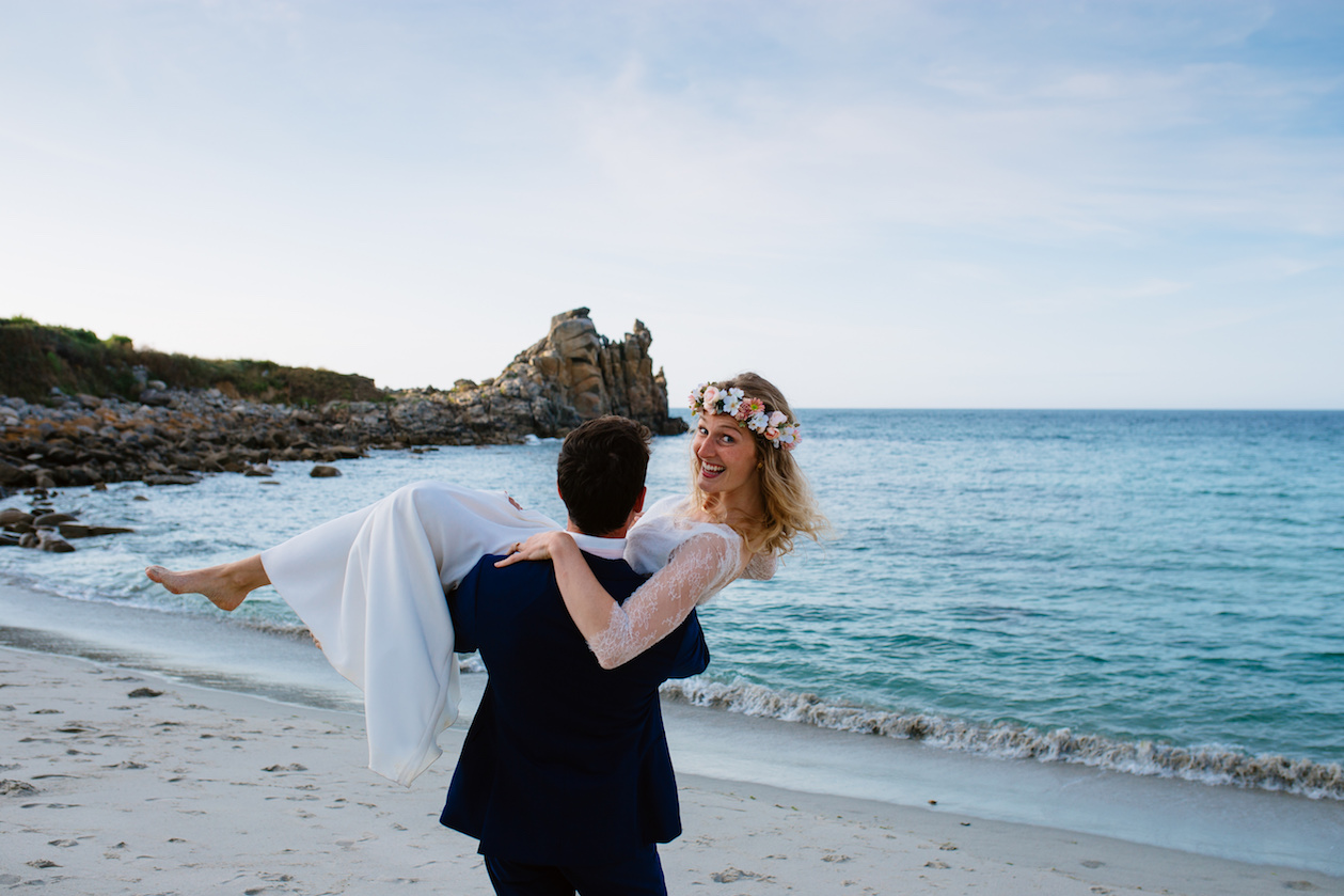 Sea side elopement in France - Photo Anaïs Gourvennec